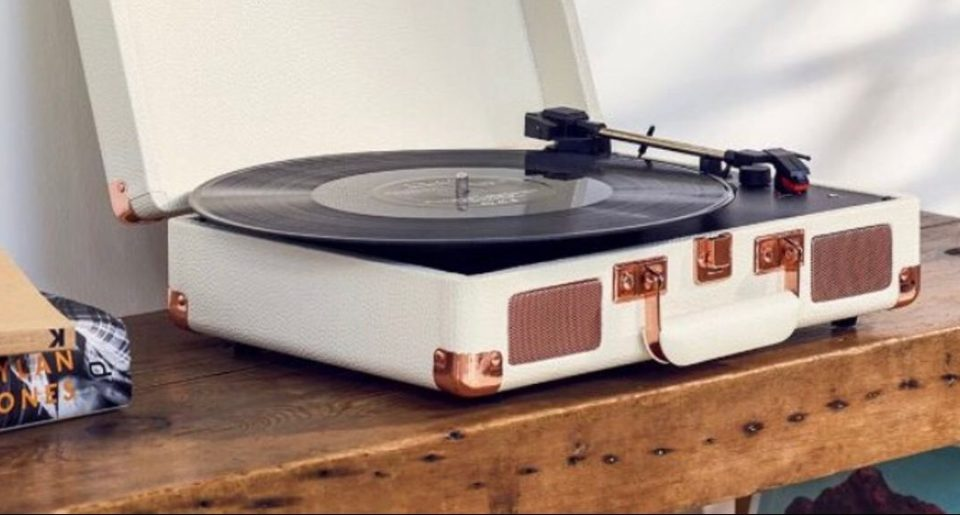 Best Affordable Record Player With Built in Speakers - Audiostance